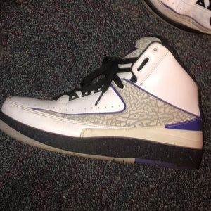 Air Jordan retro 2's authentic from GOAT